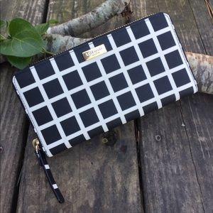 Kate Spade ♠️ 🆕 zip-around Black and white wallet
